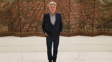 Harrison Ford llega a la CDMX, ignora a fans y visita el Museo Soumaya