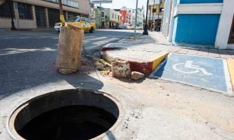 Peligroso registro de luz sin tapa en el centro de Villahermosa