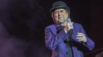 Cae Joaquín Sabina de escenario en Madrid en su cumpleaños; suspende concierto