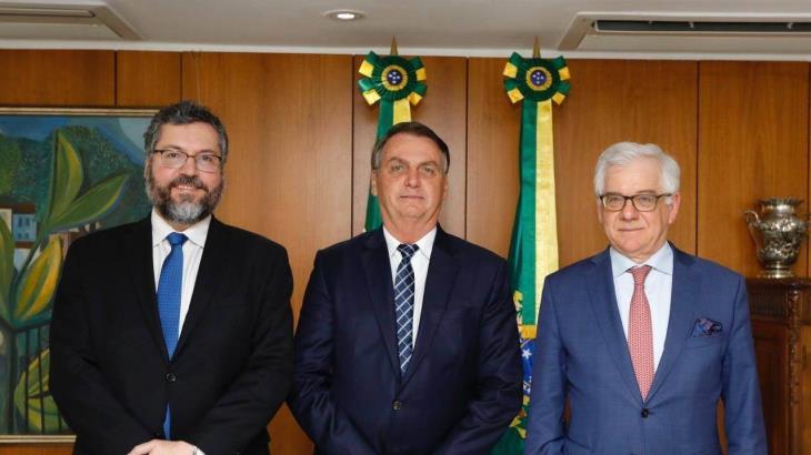 """Jair Bolsonaro presidente de Brasil llama """"basura"""" a Greenpeace por opinar sobre el Amazonas"""