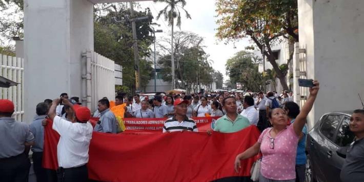 STAIUJAT marcha nuevamente para pedir aumento salarial del 20%