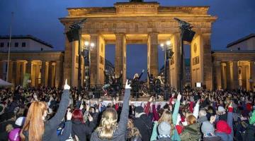 Rechazan miles de mujeres violencia de género en Berlín