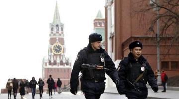 Ataca sujeto con un cuchillo a feligreses en la Catedral de San Nicolás en Moscú