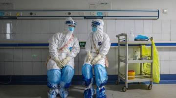 Sube a mil 800 muertos por el coronavirus en todo el mundo