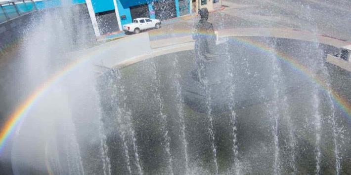 Espectacular arcoiris sobre monumento a José María Pino Suárez