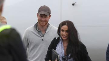 Captan a Harry y Meghan en vuelo comercial como simples mortales