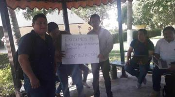 Se manifiestan docentes de Telebachillerato en demanda de diversos pagos
