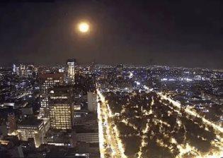 Viralizan en redes sociales la caída de un meteorito en México