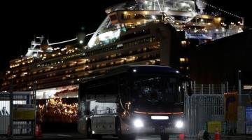 "Abandonan pasajeros que dieron negativo al coronavirus el crucero ""Diamond Princess"""
