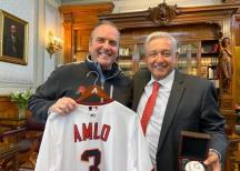 Recibe AMLO a los Diamondbacks de Arizona