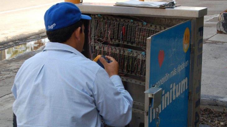Se electrocuta un empleado de Telmex en Tierra Colorada