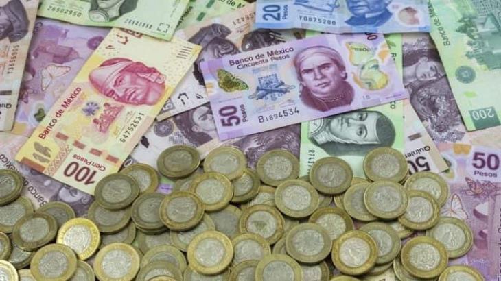 Se hunde el peso más de 4 por ciento; el dólar supera los 23 pesos