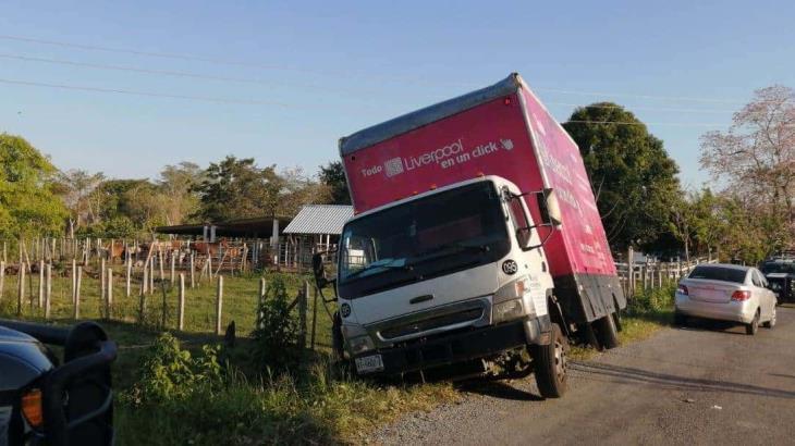 Roban camión de Liverpool; lo recuperan en medio de balazos en Tierra Amarilla