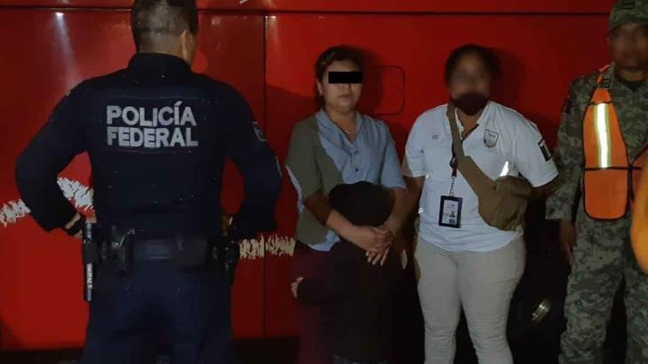Aseguran a una mujer y un menor extranjeros que viajaban en un ADO hacia la CDMX