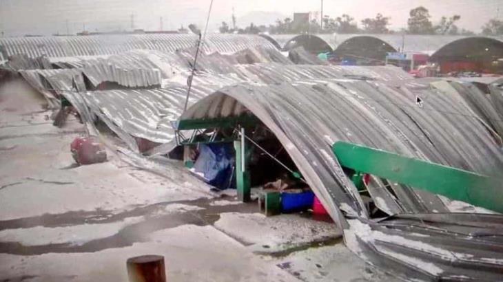 Colapsa techado de central de abasto en Iztapalapa