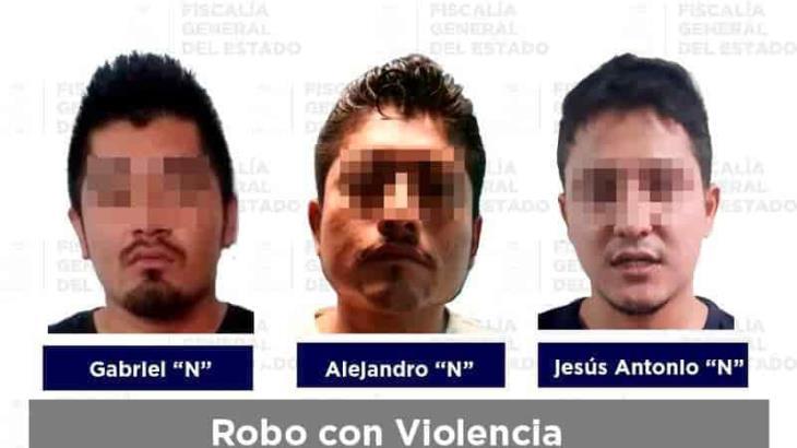 Detienen a tres probables implicados en robos con violencia