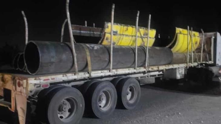 Recuperan un camión con tubos robados en Cunduacán