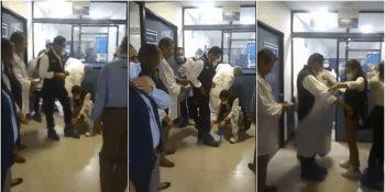 Critican a gobernador de Michoacán, por permitir que mujer se agachara para quitarle los cubre zapatos?