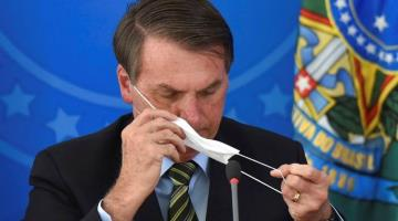 Reta Bolsonaro a medidas sanitarias y sale a pasear en Brasil