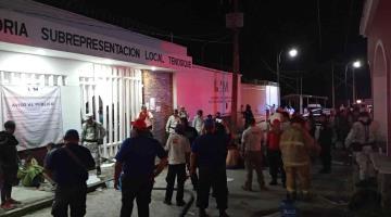 Un muerto y catorce heridos deja disturbio en estación migratoria de Tenosique