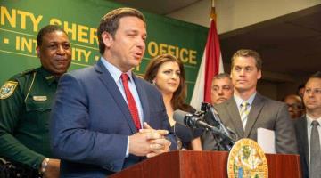 Ordena gobierno de Florida cuarentena obligatoria para todo el estado