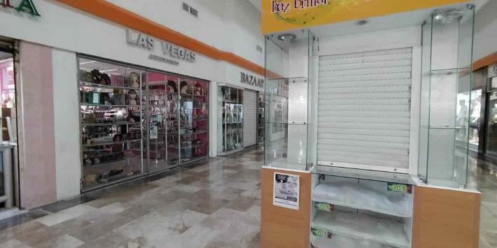 Amanecen plazas cerradas en Villahermosa tras decreto del Gobierno