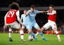 Se niega sindicato de jugadores de la Premier League a bajarse el sueldo