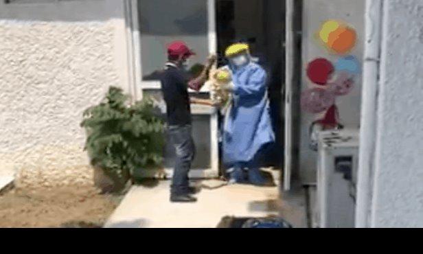 """Otro bebé toca la """"Campana de la Vida"""" en Tabasco tras vencer al COVID-19"""