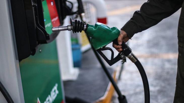 Gasolina, bebidas y productos agrícolas aceleran la inflación en mayo, revela INEGI