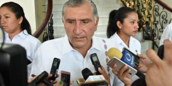 Superhéroes piden monedas en semáforos de Villahermosa