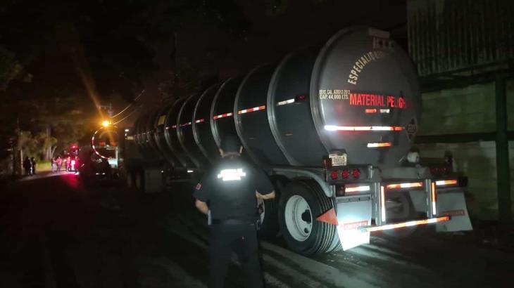 Aseguran 2 tracto camiones con 60 mil litros de hidrocarburo robado en Huimanguillo