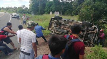 Vuelca camioneta en la carretera a Frontera; hay un herido