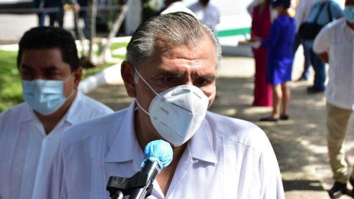 """""""Sírvanle otra a Felipe Calderón"""", revira el gobernador Adán Augusto López, tras críticas por donación de 'cachitos'"""