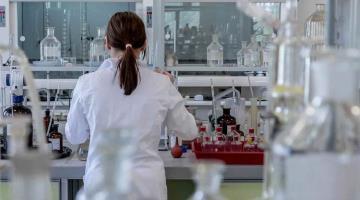 Expandirá Pfizer ensayos de vacuna Covid e incluirá a menores de edad y personas con VIH