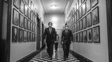 """Hoy decidirá Tribunal Constitucional de Perú si destituye o no al presidente Martín Vizcarra, acusado de """"incapacidad moral"""""""