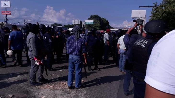 Suman 8 detenidos por desbloqueos en vías estatales y federales