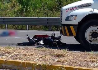 Muere motociclista tras ser arrollado por camión repartidor de agua en la Villahermosa-Macuspana