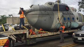 Trasladan helicóptero de la Marina accidentado a la Quinta Zona Naval en Frontera