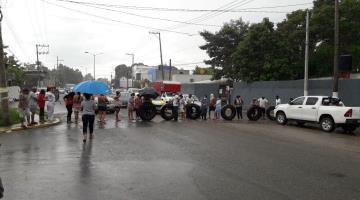 Desbloquean carretera a la Isla tras inicio de desalojo de agua encharcada