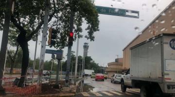 Repara PEC siete semáforos que sufrieron daños por lluvias