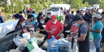 Apoyan conductores de combis y comerciantes de Tamulté de las Sabanas a damnificados de la zona