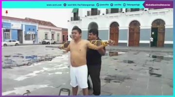 """""""Azotan"""" a hombre frente a Palacio de Gobierno; protesta por falta de apoyo a damnificados de Gaviotas"""