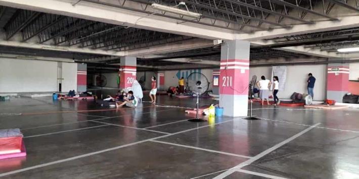 247 habitantes de Gaviotas Sur continúan en albergue del DIF del estacionamiento de Plaza Galerías