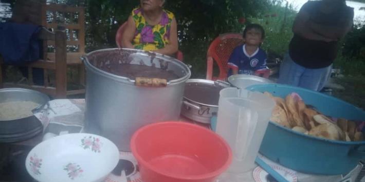 Familias inundadas de Quintín Arauz, Centla piden les lleven despensas