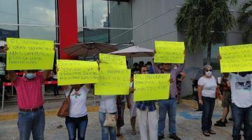 """Protestan acreditados de INFONAVIT ante cobros que hacen """"impagables"""" sus créditos"""