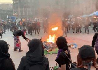 En enfrentamiento entre policías y feministas terminó la marcha del día naranja en la CDMX