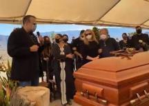 Frente al cuerpo de su madre, Pepe Aguilar se compromete a que Zacatecas se siga escuchando en todo el mundo
