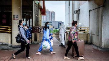 Por nueva oleada de COVID-19, Hong Kong anuncia cierre de escuelas hasta el próximo año