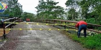 Por daños, suspenden circulación en puente que conecta a 2 secciones de ranchería Puyacatengo