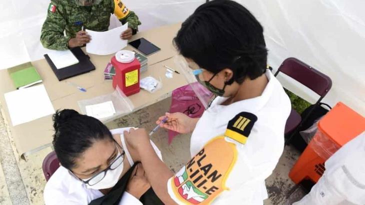 Vacunación a maestros en Tabasco contra el coronavirus inicia en mayo